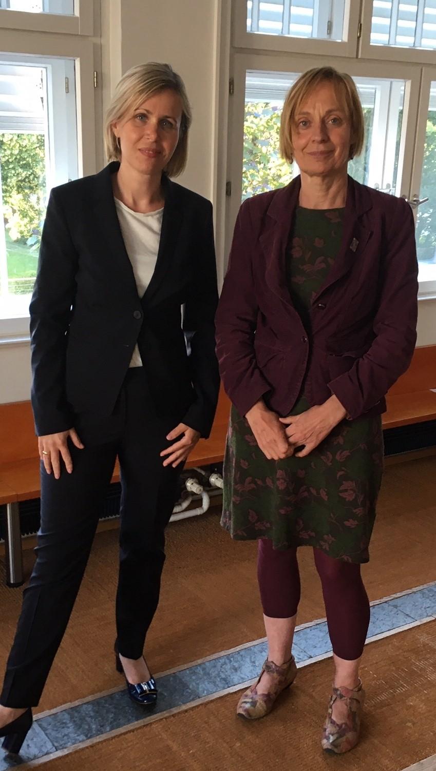 Katja Hoyer und Petra Budke (MdL) beim Runden Tisch in Wandlitz